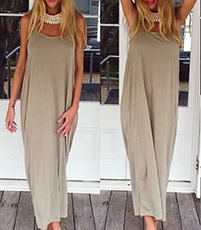 Loose Fitting Maxi Dress – Ankle Length / Deep Scoop Neckline / Sleeveless / Backless