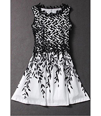 Black White Fit and Flared Dress – Short Sleeves / Flowered Pattern