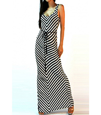 Casual Maxi Dress – Diagonal Stripes / Black and White
