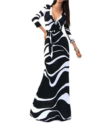 Maxi Dress – White Black / V Neck in Bold Swirled Print